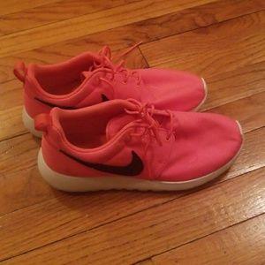 Nike Rosche Runs Neon Pink